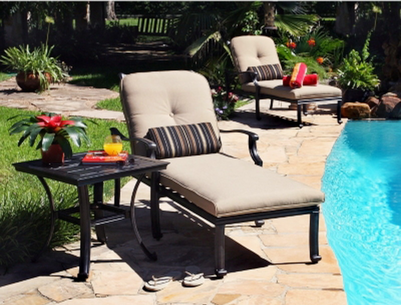 New 2 outdoor chaise lounge chairs side table patio deck for Barcelona chaise lounge set