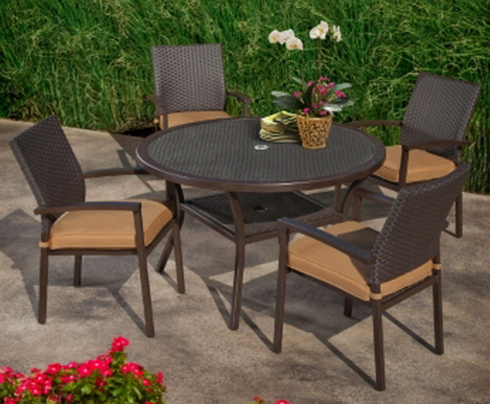 New 48 Round Outdoor Dining Table 4 Cushioned Chairs Patio Furniture Se